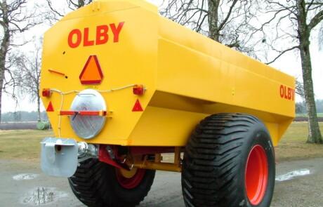Gjødselvogn OLBY 12 000 bakfra med tysk sprederplate