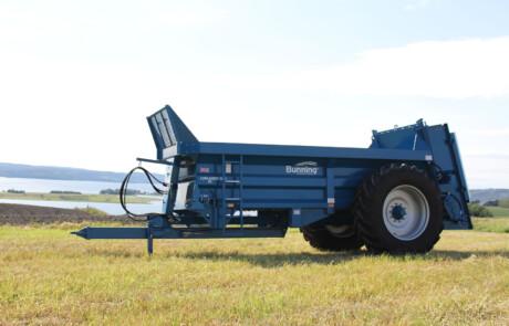 Gjødselvogn for tørrgjødsel blå LL90 sett fra siden